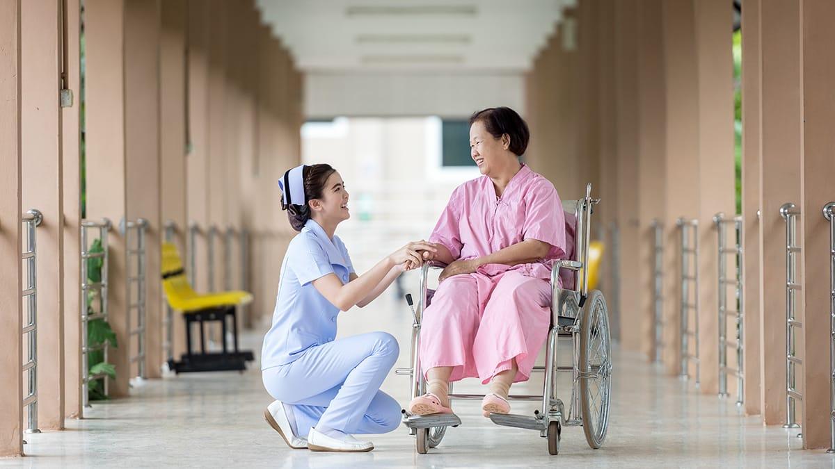 初対面の対応:看護は接客業?